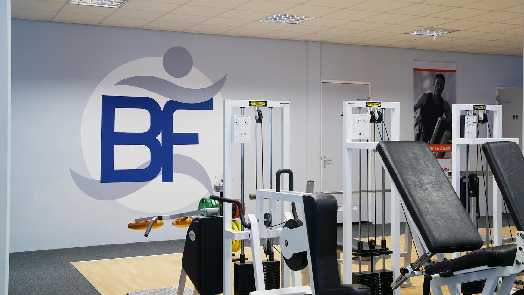 Logo in Fitnessruimte Sportcentrum Bfit